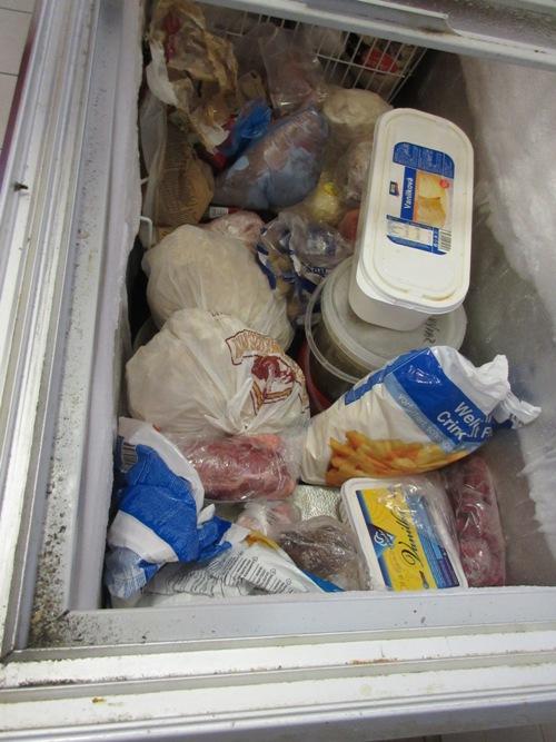 15-09-17 skladování mrazák v kuchyni, hospoda Obecní dům, Dříteč