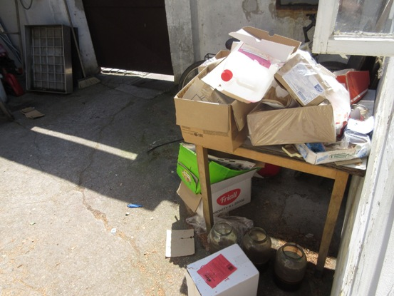 PA manipulace s odpady - dvůr restaurace