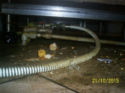 kuchyň2 pod sporákem