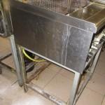 20 nečisté zařizovací předměty i podlaha v kuchyni