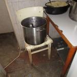 24 špína a špatné skladování pokrmů ve skladu potravin