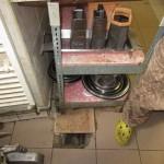 25 špína na podlaze i zařizovacích předmětech i botách v kuchyni