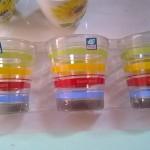 Sada skleniček s barevným dekorem proužků  foto